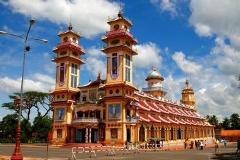 CAO DAI TEMPLE (TAY NINH) & CU CHI TUNNELS