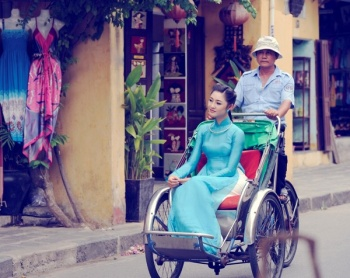 THE PHOTOGRAPHY TOUR - AO DAI